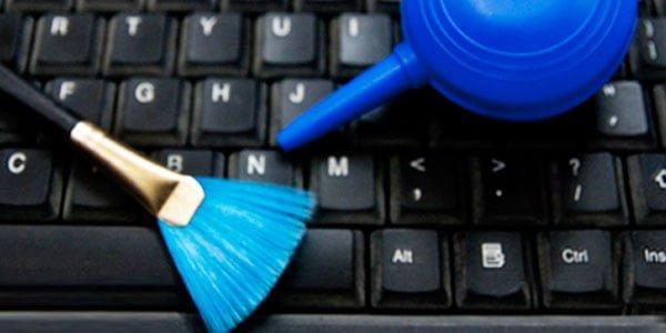 Vệ sinh làm sạch bàn phím laptop